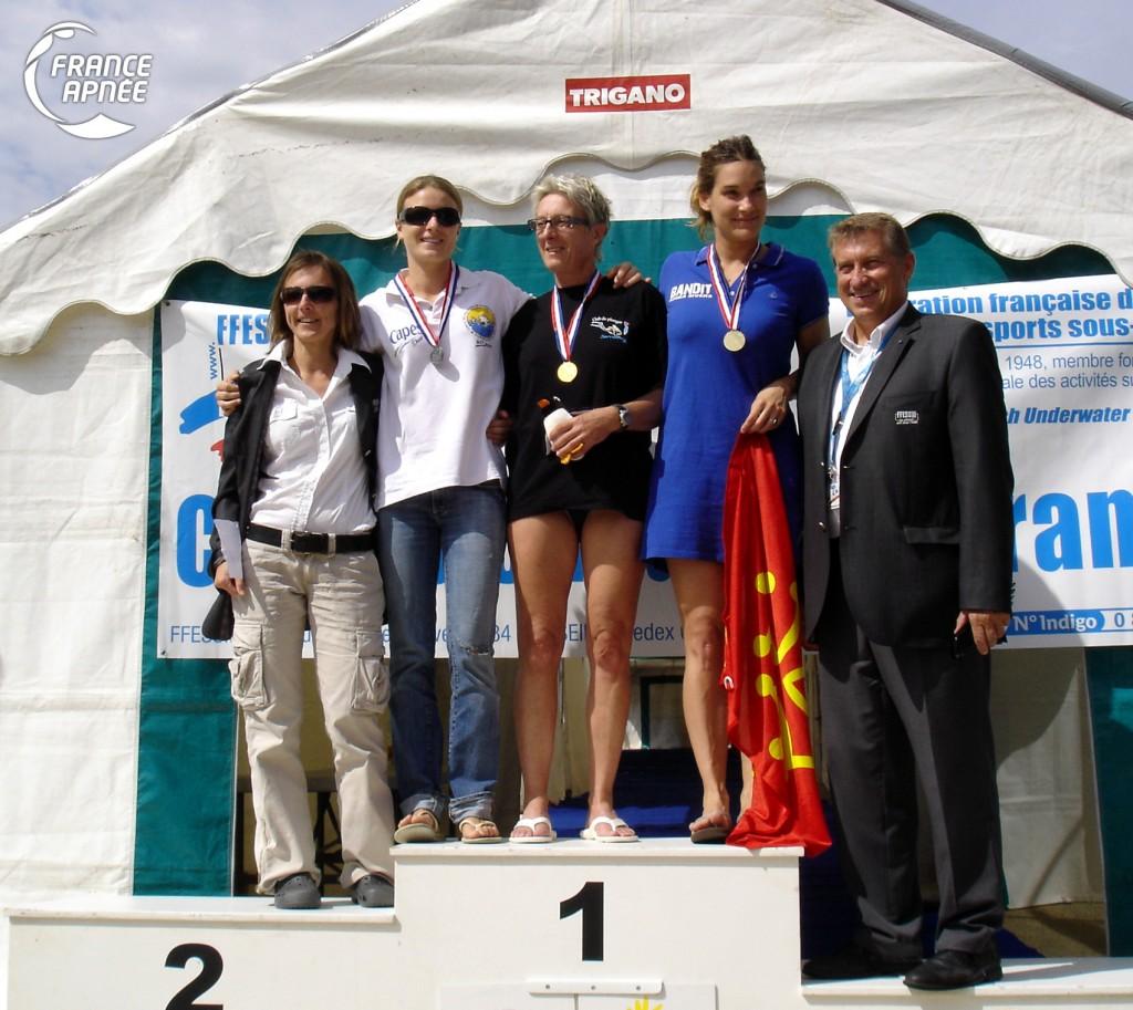 Sophie Jacquin, Georgette Raymond et Elsa Gaure sur le podium DYN au championnat de France FFESSM 2011 photo : France Apnée