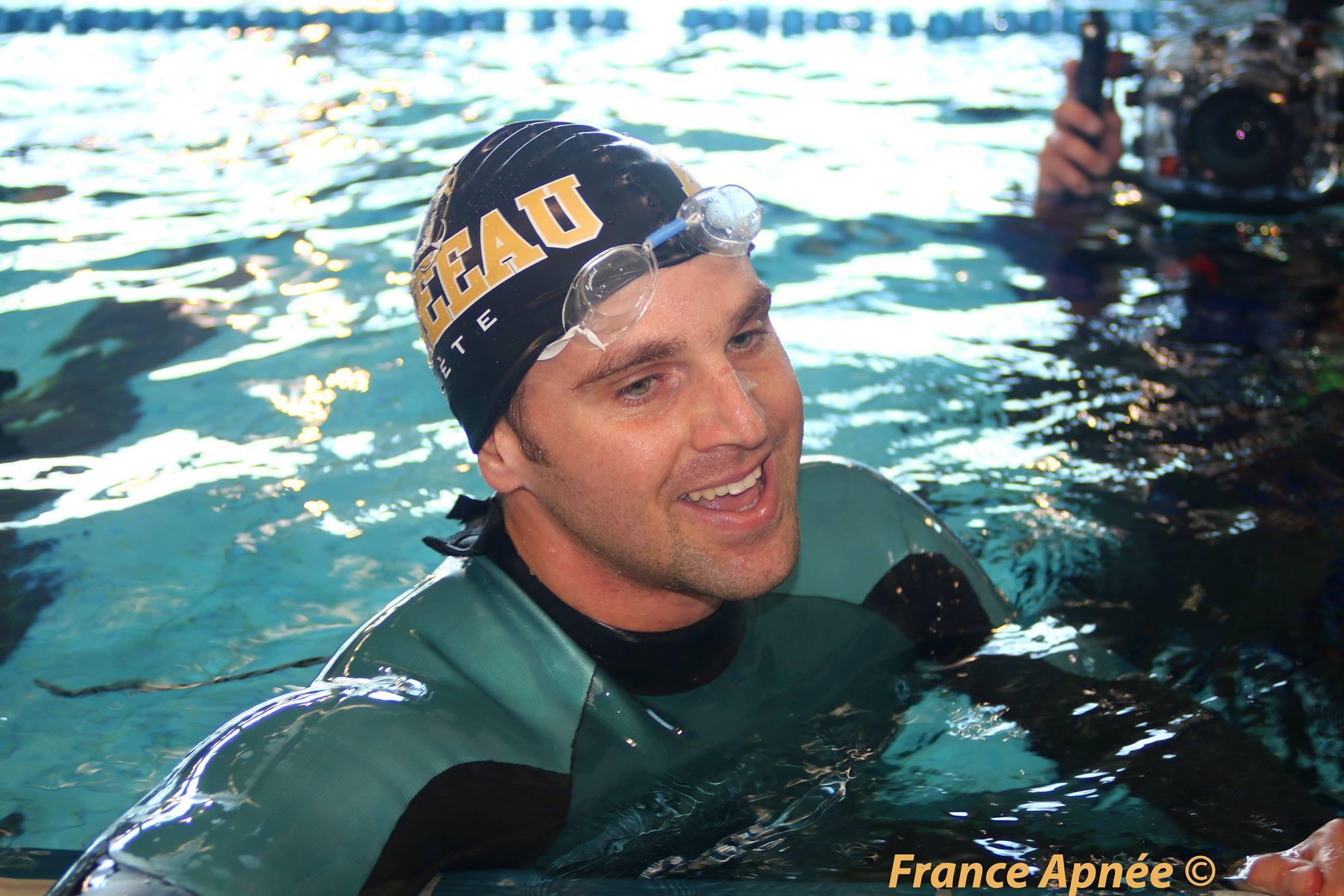 Fred Sessa tout sourire après 200m DNF (Sète, 2014) photo : France Apnée