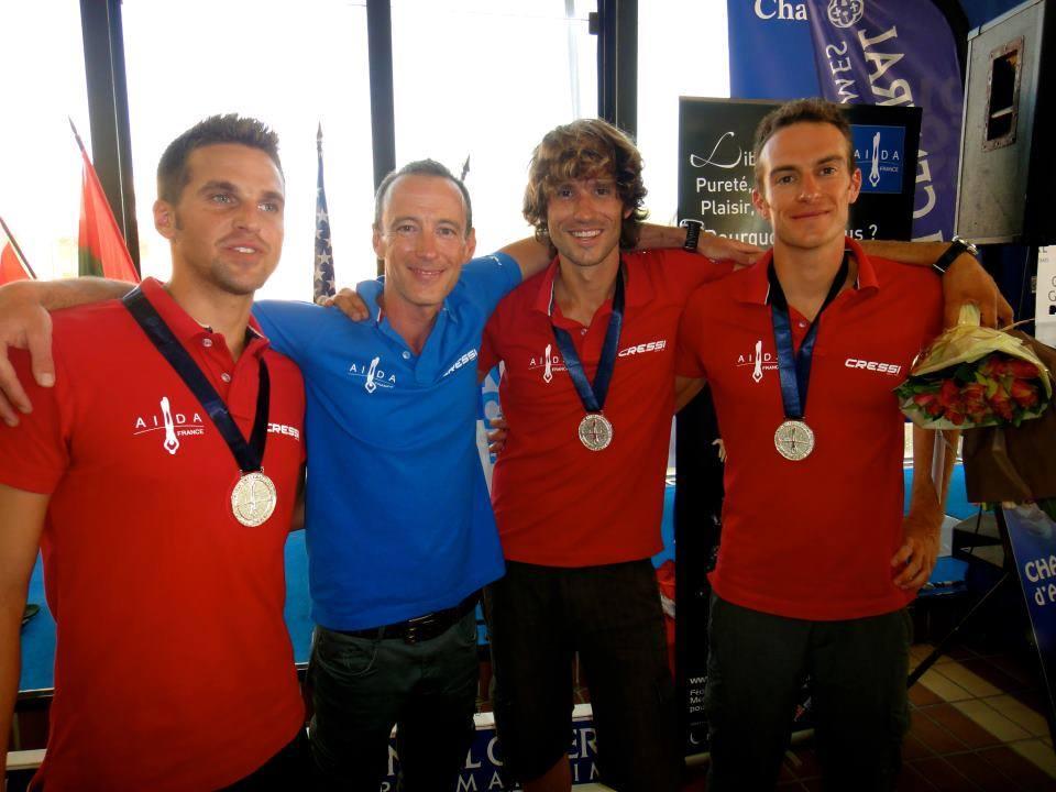 Christian Maldamé aux côtés de Fred Sessa, Guillaume Néry et Morgan Bourc'His aux championnatx du monde AIDA par équipe 2012 à Nice