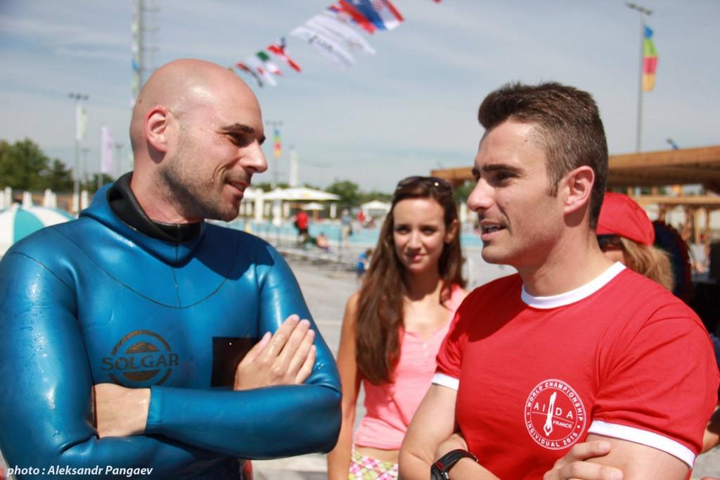 Guillaume Bussière en discussion avec Goran Colak après sa perf à 8' (photo : Aleksandr Pangaev)