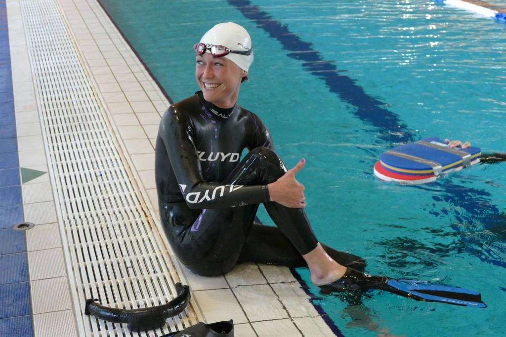 Alessia Zecchini tout sourire avec 204m avec de petite palme en plastique photo : FIPSAS-CMAS