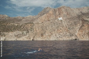 Gregory nageant au large d'Amorgos (photo : The Authentic Big Blue - 2017)