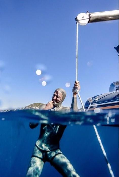 Walid dans les eaux niçoises sous l'oeil du grand photographe Franck Seguin